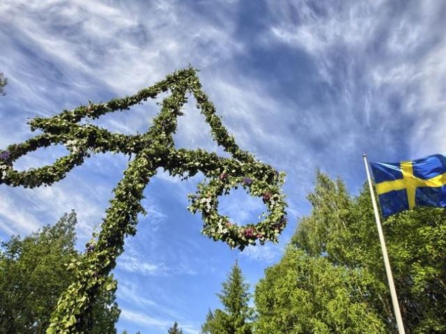 Yaz Bayramı, gerçek gündönümüne eşlik eden veya 19 Haziran ile 25 Haziran arasında ve bir önceki akşam düzenlenen yaz gündönümü veya daha belirgin olarak Kuzey Avrupa kutlamalarıdır.