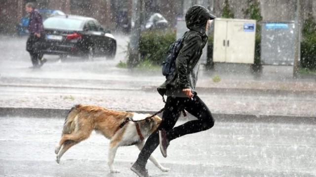 İskandinavya genelini vuran sert yağmurlar en çok İsveç ve Norveç'te etkili oldu.  Yağmurun oluşturduğu zor şartlardan bazı görüntüler...