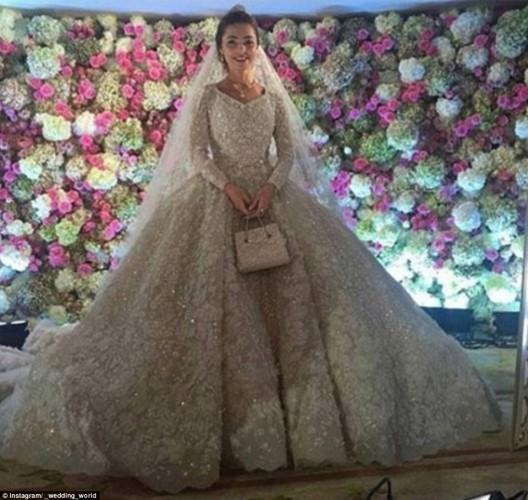 6.2 milyar dolarlık servete sahip petrol ve medya patronu Kazak işadamı Mikhael Gutseriev'in, oğlu Said'in düğünü için yaklaşık bir milyar dolar harcadığı ortaya çıktı.