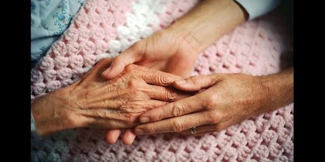 60 yaş üstü ve daha çok erkekleri vuran Parkinson hastalığında belirtiler dikkat çekiyor.