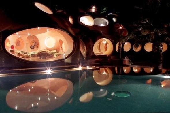 """Fransa'nın Cannes şehrindeki Palais Bubble ya da diğer adıyla """"Baloncuk Sarayı"""", şu an dünya üzerindeki en pahalı mülk."""