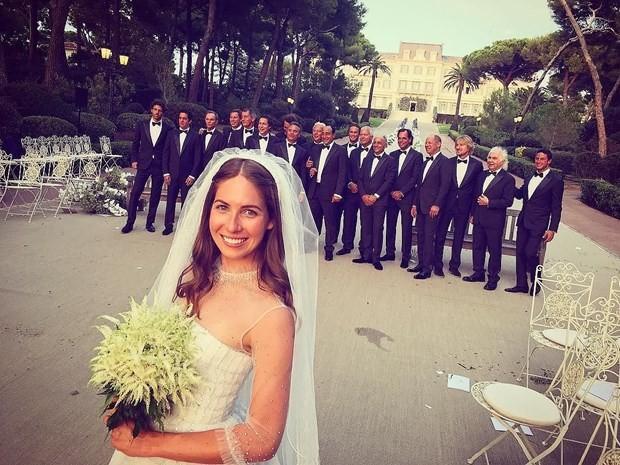 FRANSA'DA YAPILDI  ABD'li milyarder iş adamı John W. Jordon (68)'ın 23 yaşındaki kızı Colby Jordon, Fransız Rivierası'nda 5 milyon dolarlık (yaklaşık 14 milyon 850 bin TL) bir düğünle dünyaevine girdi.
