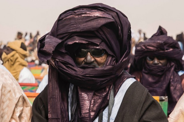 """Agadez'de Sultan Oumarou'nun taç giyme töreni   Nijer'de bulunan Agadez bölgesinin Sultanı Oumarou İbrahim Oumarou için taç giyme töreni düzenlendi. Bölge sakinleri, geleneksel kıyafetlerle törene katıldı. Agadez, bir dönem Osmanlının atadığı sultanlarla yönetilen, Nijer'deki 7 bölgeden biri. Osmanlı Padişahı Yıldırım Beyazıt'ın torunlarından olduğu belirtilen Agedez sultanlarının ailesine, bölgede """"İstanbulavi"""" diye hitap ediliyor."""