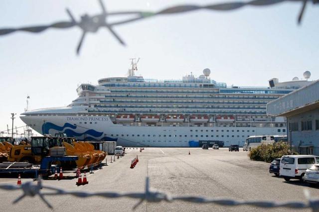 Japonya'nın Yokohama şehrindeki limanda karantina altına alınan gemide 88 kişide daha virüs olduğu tespit edildi.