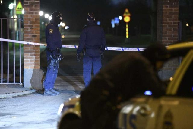 İsveç'in olaylı şehrinde olaylar bir türlü durulmuyor. Aylardır sürekli olayların yaşandığı şehirde akşamlar saatlerinde bir genç daha vuruldu