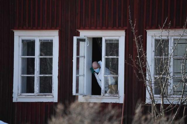 Pazar sabahından bu yana basına yansıyan en az dört ölüm haberi manşetlere taşındı.  Bir kişinin ormanlıkta ölü bulunmasının ardından, bir kadın ile bir erkeğin aynı evde ölü bulunduğu haberinden sonra birde Luleå'da bir kişinin öldürüldüğü haberi geldi.  Luleå belediyesinde bir erkeğin ölü olarak bulunduğu bildirildi.  Edinilen bilgilere göre, polis ölü bulunan olayla ilgili bir kadını gözaltına aldı.