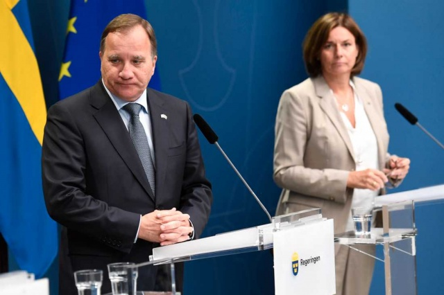 """Başbakan Stefan Löfven, tüm partilerin hükümeti bölmekte olan göç konusunda hemfikir olmasının önemli olduğunu vurgulayarak, göçmenlik konusunda hazırlanan yasal düzenlemeler konusunda fikir ayrılıkları olduğu ve hala kabul edilmediğinin altını çizdi.  Löfven """"Farklı görüşlere sahihibiz"""" dedi.  Sosyal Demokratlar, parlamento partileri arasında İsveç'in göç polisikası konusunda geniş bir anlaşma yapmak istiyorlar.  Ancak Çevre Partisi, Sosyal Demokratların önerisini desteklemiyor ve Pazar günü yapılması planlanan tasarının oylamasına katılmayarak hükümetten ayrılabileceği iddia ediliyor."""