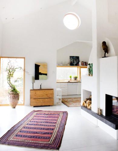 Işık oranını artıran içi beyaz evlerde dekorasyonda çok önemlidir. İsveç'te mutfak ve dekorasyon olmazsa olmazlardandır.