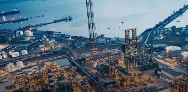 """""""Türkiye'nin 500 Büyük Sanayi Kuruluşu-2019"""" araştırmasına göre TÜPRAŞ, 87 milyar 949 milyon liralık satış rakamıyla ilk sırada yer aldı. Ford ikinci, Toyota ise üçüncü sıradaki yerini korudu. İşte İstanbul Sanayi Odası'nın (İSO) hazırladığı listede yer alan 50 şirket... (Dunya.com)"""