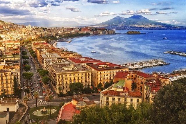 12. Napoli, İtalya
