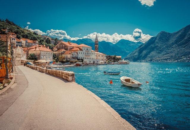 Business Insider dergisi, seyahat uzmanları ve gezginlerden derlediği bilgilerle, haftasonu kaçamaklarına uygun en 'cool' 19 Avrupa kentini sıraladı. Listede Türkiye'den de bir yer var.  19. Kotor, Karadağ