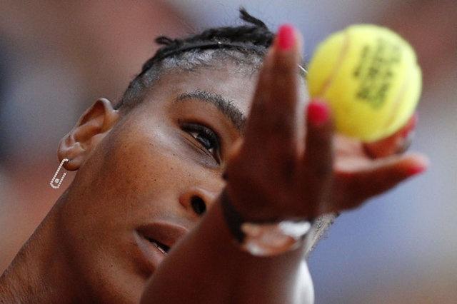 Bu durum spor dünyasında kadın - erkek eşitsizliği yaşandığı şeklinde yorumlanıp büyük tepki topladı.