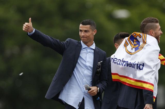 Listenin açıklanmasının ardından bir şok da Ronaldo yaşadı. Son iki yıldır zirvede yer alan Cristiano Ronaldo, 1.'liği kaybetti.