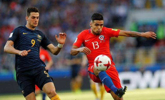 Meksika basınında yer alan haberlere göre İsveçli eski yıldız, Galatasaray için Sırbistan-Şili maçını takip etti. Elmander'in bu müsabakada Mora ve Diaz'ı izlediği ileri sürüldü.