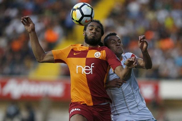 Roma'nın da menajerler aracılığıyla nabız yokladığı ancak transferde ısrarcı olmadığı belirtildi. Bu kulüpler dışında Manchester City ile kulüp ilişkileri kuvvetli olan La Liga ekibi Girona da Denayer için teklif yapmaya hazırlanıyor.