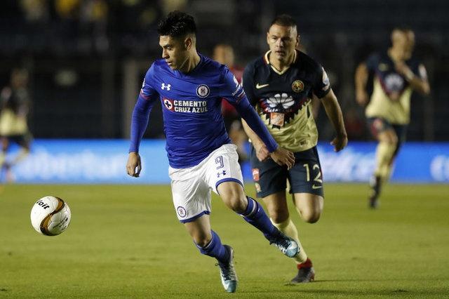 Meksika'nın Cruz Azul takımında forma giyen Felipe Mora ise 24 yaşında ve forvet oyuncusu. B sezon takımı Cruz Azul ile 34 karşılaşmada süre alan Mora, 14 gollük bir performans sergiledi.