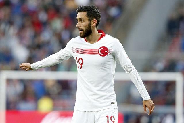 YUNUS MALLI İÇİN GÖZLE WOLFSBURG'TA  Galatasaray'ın kiralık olarak kadrosuna katmak istediği Yunus Mallı için tüm gözler, oyuncunun kulübü Wolfsburg'a çevrildi. Bu sezon Bundesliga'da son anda küme düşmekten kurtulan Yeşil-Beyazlılar'da Yunus'un, yeni bir maceraya yelken açmak istediği konuşuluyor.