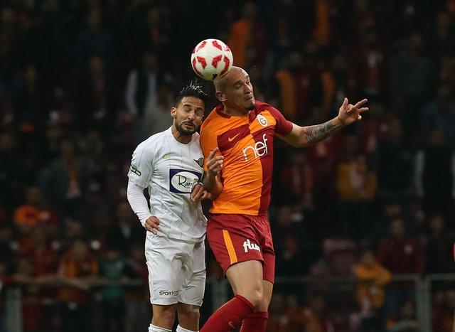 YOLCUDUR MAİCON  Galatasaray yönetimi, gelen cezalar üzerine UEFA kadrosunun 21 oyuncu ile sınırlamasının da etkisiyle Maicon'a yol verecek. Terim'in ilk 11'de düşünmediği ve yılda 2.2 milyon Euro kazanan Brezilyalı oyuncudan kendisine kulüp bulması istendi.