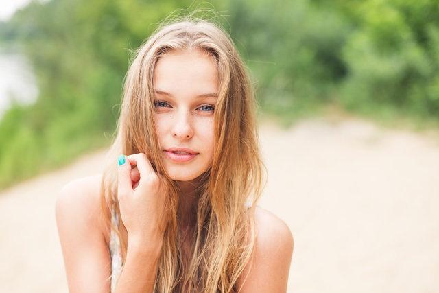 Gri gözler  Gri gözler nadirdir, ancak bunlar sadece mavi gözlerin bir varyasyonudur. Başka bir deyişle, koyu gri gözleriniz varsa, gözleriniz mavinin gölgesindedir fakat mavi gözlülere oranla daha fazla melanine sahiptirler. Koyu gri gözleriniz varsa, olağanüstü derecede dengeli bir kişisiniz.