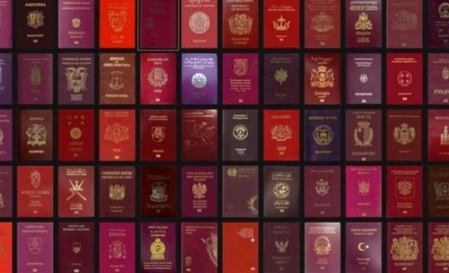 2021 yılında dünyanın en güçlü pasaportu 191 ülkeye vizesiz girebilen Japonya'nın. Türkiye, pasaportu ile 110 ülkeye vizesiz seyahat edilebilirken listede 53. sırada yer aldı.İsveç pasaportu 186 ülkeye geçerli olarak listede yerini aldı.  Uluslararası seyahat firması IATA'nın verileriyle hazırlanan Henley Pasaport Endeksi 2021 raporu açıklandı.  Dünyanın en güçlü pasaportu 2021 yılında da Japonya'nın oldu. Son 3 yıldır zirvedeki yerini kimseye bırakmayan Japonya'da vatandaşlar, 191 ülkeye vizesiz seyahat edebiliyor.  Bu alanda Japonya'nın ardından 190 ülkeye vizesiz seyahat ile Singapur geliyor.  TÜRK PASAPORTU İLE 110 ÜLKEYE VİZESİZ SEYAHAT EDİLEBİLİYOR  IATA verileri ile hazırlanan Henley Pasaport Endeksine göre, Türkiye pasaportuna sahip olan kişiler dünyada 110 ülkeye vizesiz seyahat edebiliyor.  TÜRKİYE 53. SIRADA  2021 raporunda dünyanın en güçlü 53. pasaportu olan Türkiye, 2020 yılında 55. sırada yer alıyordu. Türkiye, raporda Mikronezya, Bosna Hersek, Rusya, Gürcistan ve Arnavutluk'un hemen altında yer alıyor.  AVRUPA ÜLKELERİ ZİRVEDE  En güçlü pasaportlar listesine ise Avrupa ülkeleri ambargo koydu.  Listenin ilk 10 sırasında 21 Avrupa ülkesi yer alıyor. Bu ülkelerden bazıları ise şu şekilde: Almanya (189 ülke), Finlandiya, Lüksemburg, İtalya ve İspanya (188 ülke), Avusturya ve Danimarka (187 ülke), Fransa, İrlanda, Hollanda, Portekiz ve İsveç (186 ülke).  SIRALAMA ŞU ŞEKİLDE: