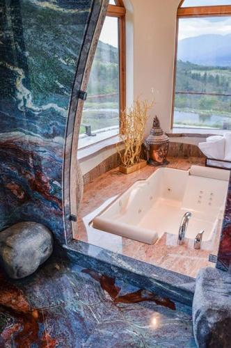 Banyo, blue granitle döşendi.