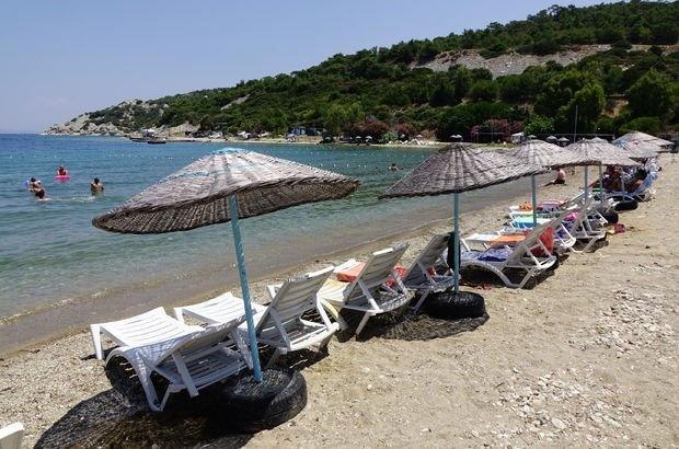İzmir'den başlayıp Balıkesir'in Edremit Körfezi'ni de içine alan Çanakkale'ye kadar uzanan kilometrelerce uzunluktaki sahil şeridinde kurulan çadır kamp alanları, tatilini doğal ortamda geçirmek isteyenlerin gözde mekanları haline geldi  Yüksek bütçeli tatile ya da tatil köylerine alternatif arayanların tercih ettiği çadır kamplar, uygun fiyatı, yeşil ve mavisiyle sunduğu eşsiz doğasıyla son yıllarda giderek daha fazla ilgi görüyor. Ormanlık alandan deniz kıyısına uzanan noktalarda kurulan kampları, kimi tatilciler gecelik kimisi ise uzun süreli konaklama için tercih ediyor.