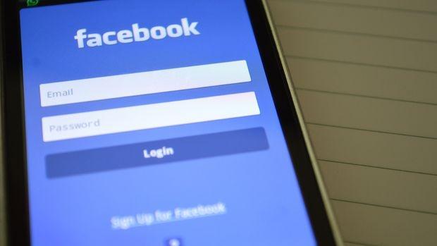 Whatsapp'ın yeni kullanıcı sözleşmesiyle birlikte veri güvenliği tartışmaları yeniden başlarken Facebook kişisel verilerin kullanım pratiklerinden dolayı yine tartışmaların odak noktasında.