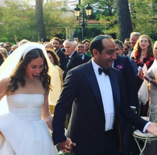FOTOĞRAFLAR SIZDI  Ancak düğünün üzerinden 1 hafta geçmeden fotoğralar basına sızdı.