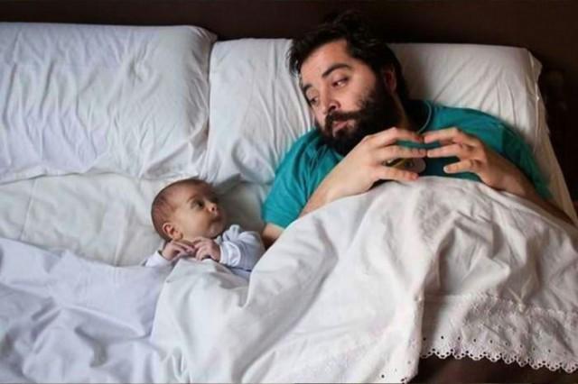 Çocuk bakımı konusunda anneler her zaman daha iyidir. Babalar ise çocuk bakarken eğlenceyi daha çok sever İşte o eğlencelerin ispatı...