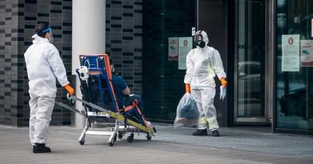 Testler üzerindeki baskı da yüksek.  Son dört günde, bölgede 4.762 yeni covid-19 vakası doğrulandı.  Bölgedeki hastanelerden birinde toplam 393 kişiye bakılıyor. Bu rakam geçen hafta 120 seviyesindeydi.  Başkent Stockholm salgının başlangıcından bu yana en fazla vakanın bulunduğu bölge olarak öne çıkıyor.