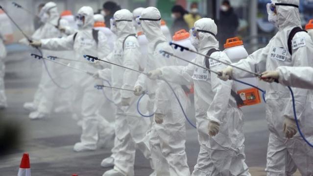 Çin'de koronavirüs (coronavirus) salgınında hayatını kaybedenlerin sayısı 2 bin 978'e yükseldi. ABD'de koronavirüs taşıyıcısı bir hastanın hayatını kaybettiği belirtildi. Bunun üzerine ABD'de Trump yönetimi, yeni tip koronavirüs sebebiyle İran, İtalya ve Güney Kore'ye yönelik ek seyahat yasakları getirdiğini duyurdu. Sağlık Bakanı Fahrettin Koca da, yeni tip koronavirüs tedbirleri kapsamında, Türkiye-İtalya, Türkiye-Güney Kore, Türkiye-Irak arasında gidiş-geliş tüm yolcu uçuşlarının tedbiren durdurulduğunu bildirdi. Geçirdiği rahatsızlık sebebiyle programları iptal edilen Papa Francis'in de koronavirüse yakalandığı iddia edildi...