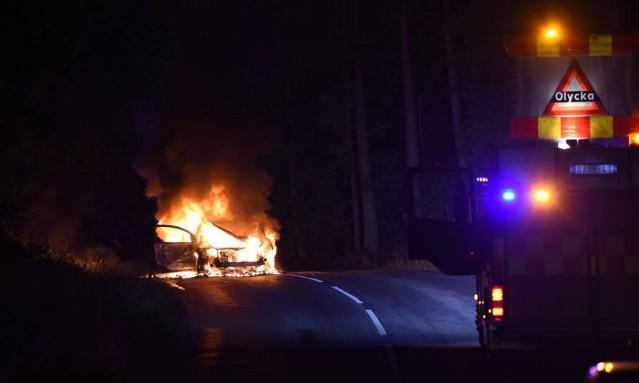 Edinilen bilgilere göre İsveç'in Nyköping şehrinde seyir halindeyken bir otomobil alev aldı.
