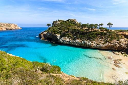 Turizm'de sezonun açılmasıyla birlikte alanda olası sorunlarda yansımaya başladı. İsveçli bir turist Mallorca'da tatil yapacak olan herkesi uyardı. Daha Havaalanı'ndan çıkar çıkmaz soyulabilirsiniz.