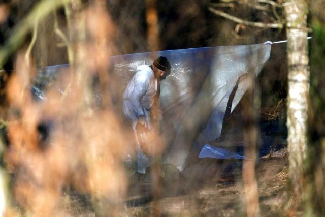 Özel oluşturulan ekibin yaptığı takip ve çalışmalar sonucunda DNA izlerinin iki genci gösterdiği belirtildi. Katil zanlının tek kişi olmadığı en az iki kişi olduğu ve yaşları 18 civarında olduğu belirtildi.