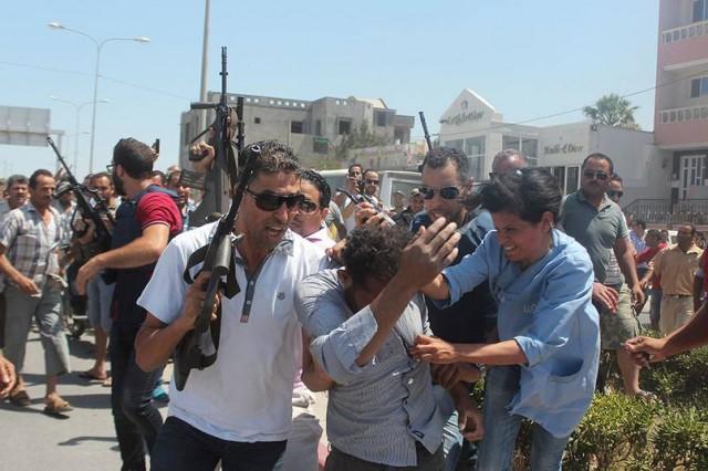 Tatil yapmak çin Tunus'u tercih eden turistlerden en az 37 kişi yapılan saldırı sonrasında yaşamını yitirdi.