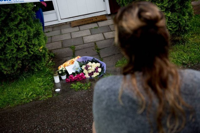 9 yaşındaki küçük kızın bıçaklanarak öldürülmesi, annesinin de yaralanması Bålsta bölgesine derin bir acı yaşattı.