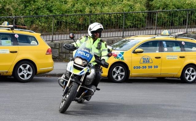 İsveç polisini yoldan çıkaran sürücü aranıyor