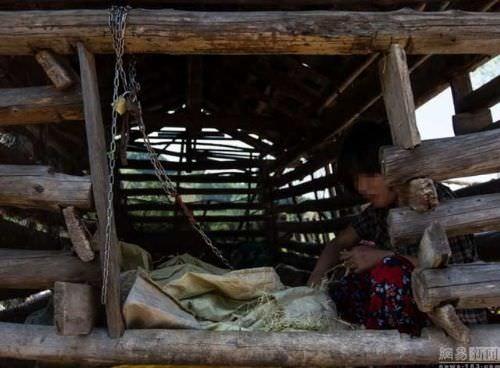 Zihinsel engelli olduğu için böyle bir yola başvurmak zorunda olduğunu söyleyen aile, aksi halde kızlarının ormanda kaybolacağını iddia etti.