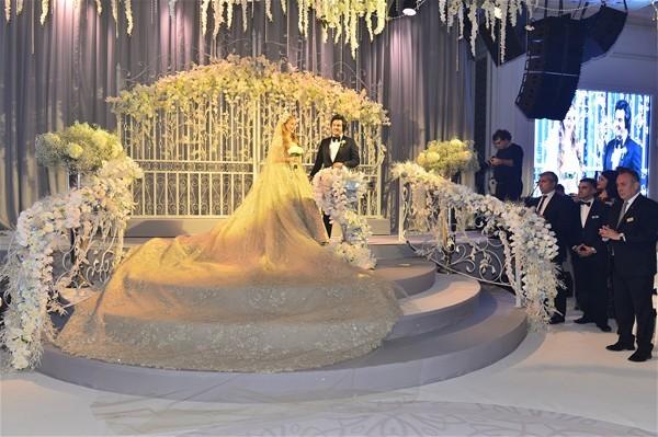 Ağaoğlu, damadına düğün hediyesi olarak Emirgan'daki 8 milyon dolar değerindeki yalının tapusunu verdi.