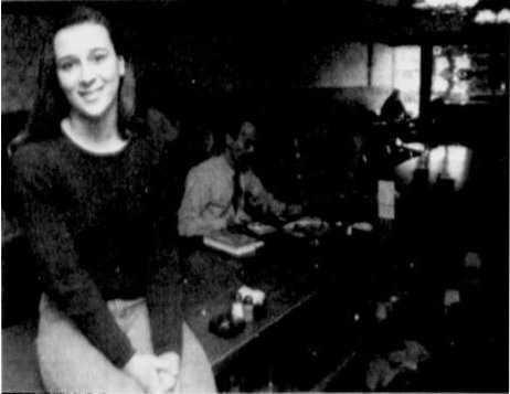 1992 yılında memleketi Chagrin Falls, Ohio'da garsonluk yapan 17 yaşındaki Cara Woods'a, müşterisi olan Bill Cruxton'dan 500 bin dolar miras kaldı.