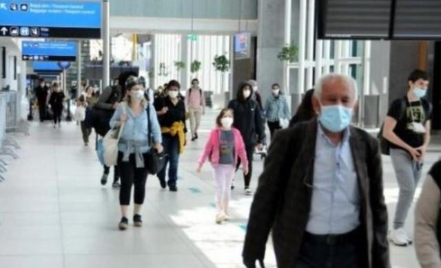 Koronavirüs salgını nedeniyle dış hat uçuşların askıya alınmasının ardından Kanada'nın Toronto şehrinde kalan 301 Türk vatandaşı, Türk Hava Yolları'nın (THY) tahliye seferiyle İstanbul'a getirildi.  Toronto'dan gelen Türk vatandaşlarını taşıyan TC-JJS kuyruk tescilli Boeing 777 tipi uçak, bugün saat 12.30'da İstanbul Havalimanı'na iniş yaptı. Uçakta yolcuların vücut ısıları Türkiye Hudut ve Sahiller Sağlık Genel Müdürlüğü ekipleri tarafından ölçüldü. Uçaktan inen yolcular daha sonra pasaport kontrol noktasına gelerek, iletişim ve sağlık durumunu bildiren formları doldurdular. 301 Türk vatandaşı, 14 günlük süreyi evlerinde geçirecek.