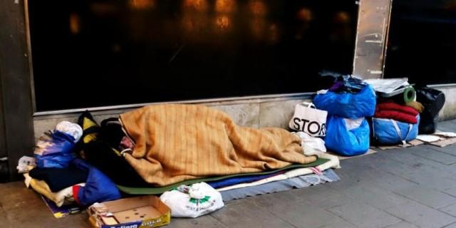 İsveç'te her geçen gün artarak devam eden evsizlikle mücadele için yeni bir araştırma yapılacağı belirtildi.