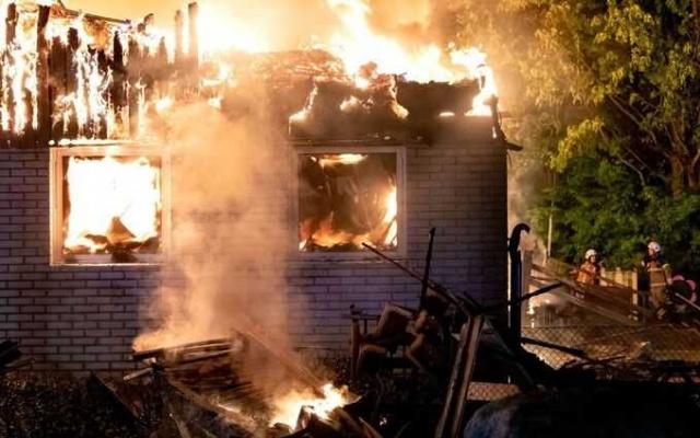 Kuzey Lund'daki bir anaokulu, gece çıkan büyük bir yangın sonrasında tamamen kullanılamaz hale geldi.  Polis olayı bir kundaklama yangını olarak araştırıyor ve Lund'da daha önce çıkan yangınlarla bağlantılı olup olamayacağını araştırıyor.