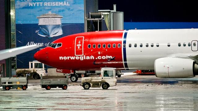 Ekonomik krizle boğuşan Norwegian havayolları devlet destek talebinin kabul edilmemesi üzerine 1.600 çalışanın işine son verdi.   Destek beklentisine onay alamayan havayolu şirketinde işten çıkarmalar hızlanırken, bununla birlikte birçok sefer iptal edildi. İptal edilen uçuşlar nedeniyle çoğu İsveçli de bundan olumsuz etkilendi.  Tarihinin en büyük ekonomik krizini yaşayan Norwegian, zorlu günlerden geçerken, kendisine bağlı bazı şirketler yıl içinde iflas açıklamıştı. Yaşanan kriz nedeniyle şirketin iflas edebileceği düşünülüyor.  Norwegian, Norveç hükümetinin şirkete daha fazla mali destek sağlamayacağını duyurmasının ardından birçok uçuşu iptal etti.