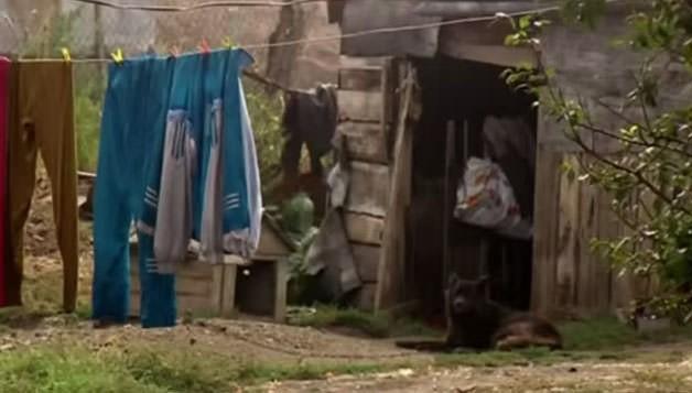 """1991'de Ukrayna'nın bir köyünde bulunan Oxana Malaya adlı """"köpek kız"""" aradan yıllar geçmesine rağmen hala normale dönemedi."""