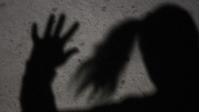İsveç'in Linköping şehrinde en az üç genç kadına cinsel istismarda bulunduğu tespit edilen 28 yaşındaki pedofil tutuklandı.  Soruşturma savcısı şahsın bölgedeki birçok cinsel istismar olayına karışmış olabileceği şüphesi üzerine soruşturmayı sürdürürken, yakalanan kişinin seri tecavüzcü olabileceğini belirtti.