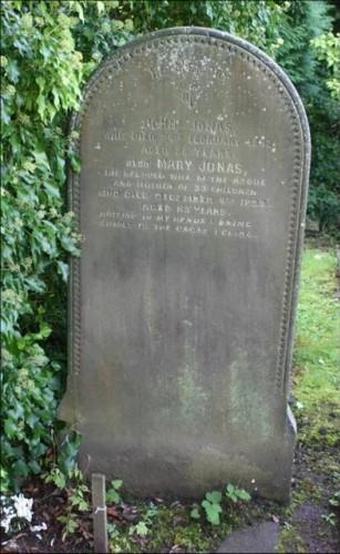 10. Mary Jonas (33 çocuk) 1800lerde, İngiltere'de yaşamış olan döşemeci olarak çalışan Mary Jonas 1899'da 85 yaşında öldüğünde İngiltere'deki Overleigh Mezarlığı'na kocasının yanına gömüldü. Çiftin mezar taşlarına şu ilgi çekici not yazıldı: