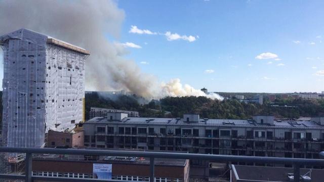 Çok yönlü müdahalelerin başladığın yangınların daha da büyümesinden endişe ediliyor.