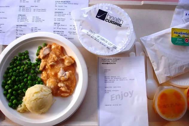 3. Avustralya, Sydney: balkabağı çorbası, bezelye, patates püresi, kayısılı tavuk yemeği.