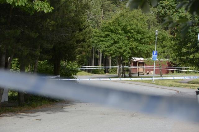 Olayla ilgili polis soruşturma başlattı. Vurulan şahsın 30'lu yaşlarda olduğu ve olayın İsveç'in başkti Stockholm'ün kuzeyinde bulunan Märsta beldesinin Valsta merkezinde meydana geldiği belirtildi.  Olayla ilgili detaylı teknik inceleme yapıldı.